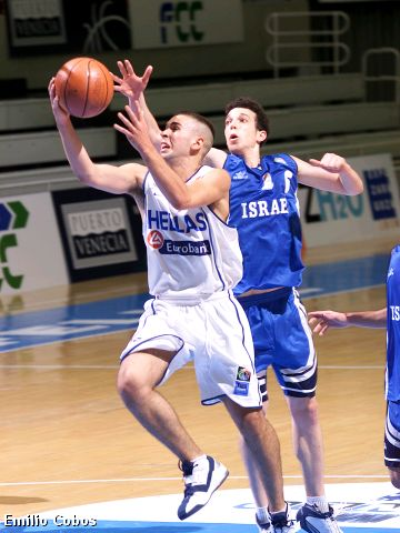 Fotis Vasilapaulos (Greece) goes by Notzan Hanochi (Israel)